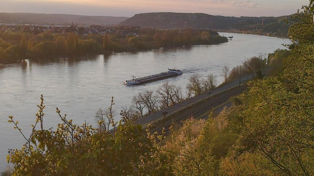 Abends über dem Rhein - jedes mal ein Miniurlaub!