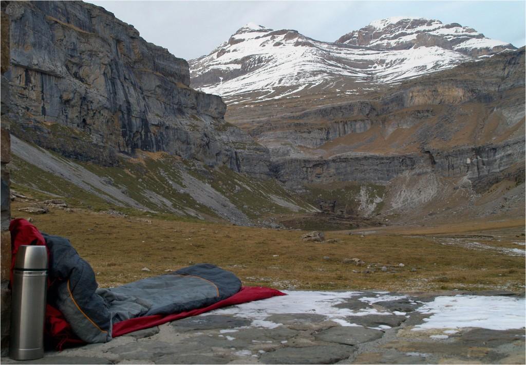 Refugio de Soaso vor dem Pico de Añisclo (rechts, 3263m) und Monte Perdido (links, 3355m) Was für ein Abend!!!