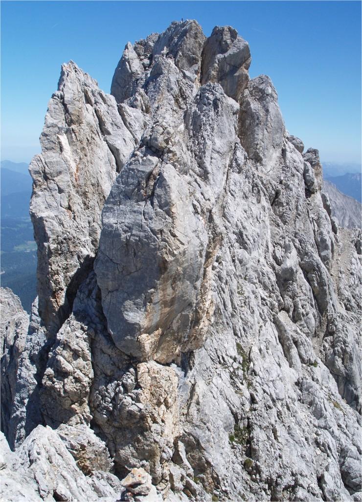 """von dem Turn klettert man ab und """"landet"""" auf einem 30cm breiten Grat..."""