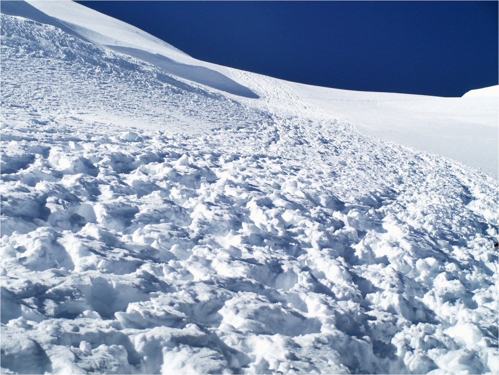 steile Auf- und Abstiegspiste