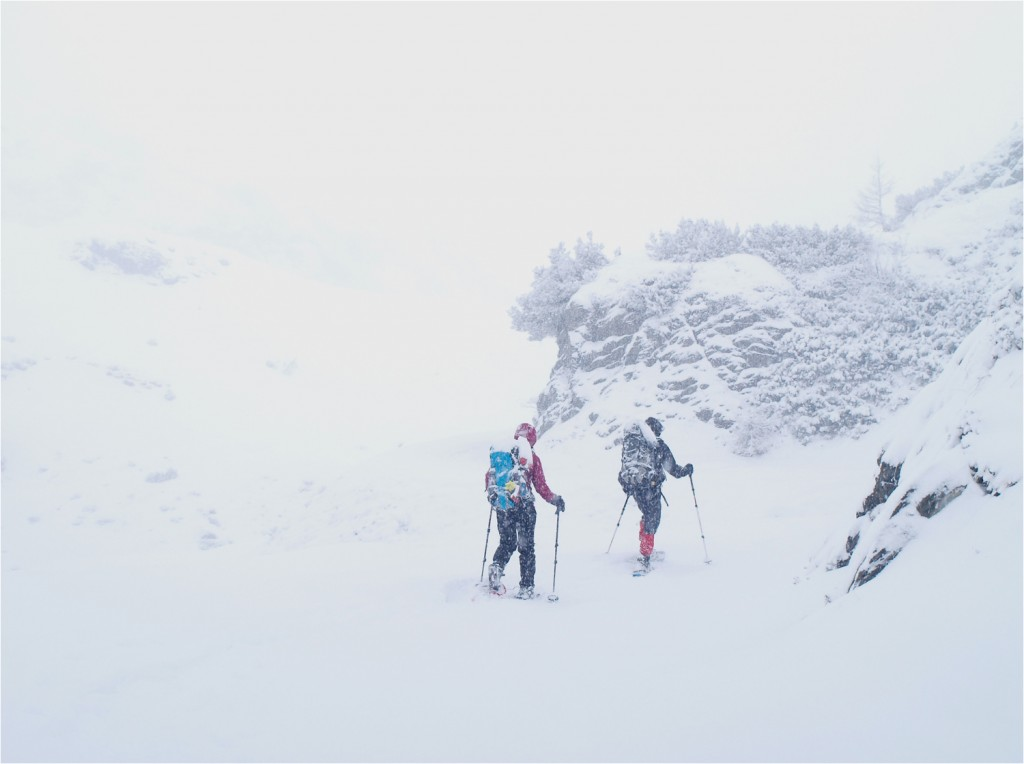 Aufstieg im Schneefall