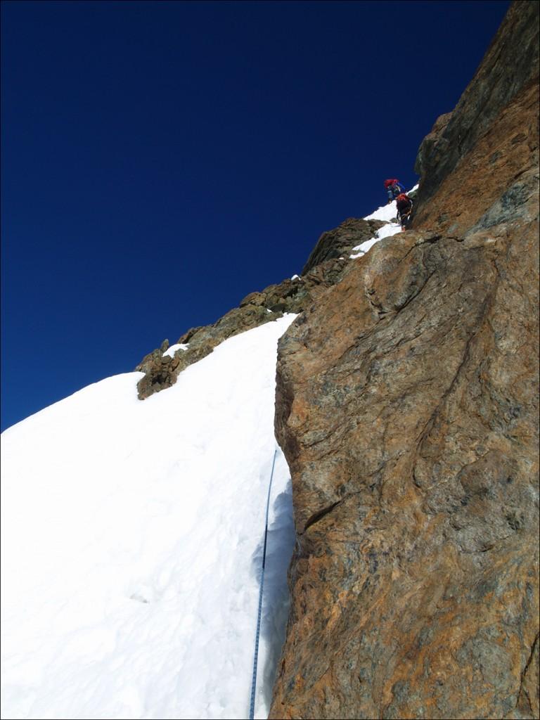 steiler Routeneinstieg im (gut zu gehenden) Schnee
