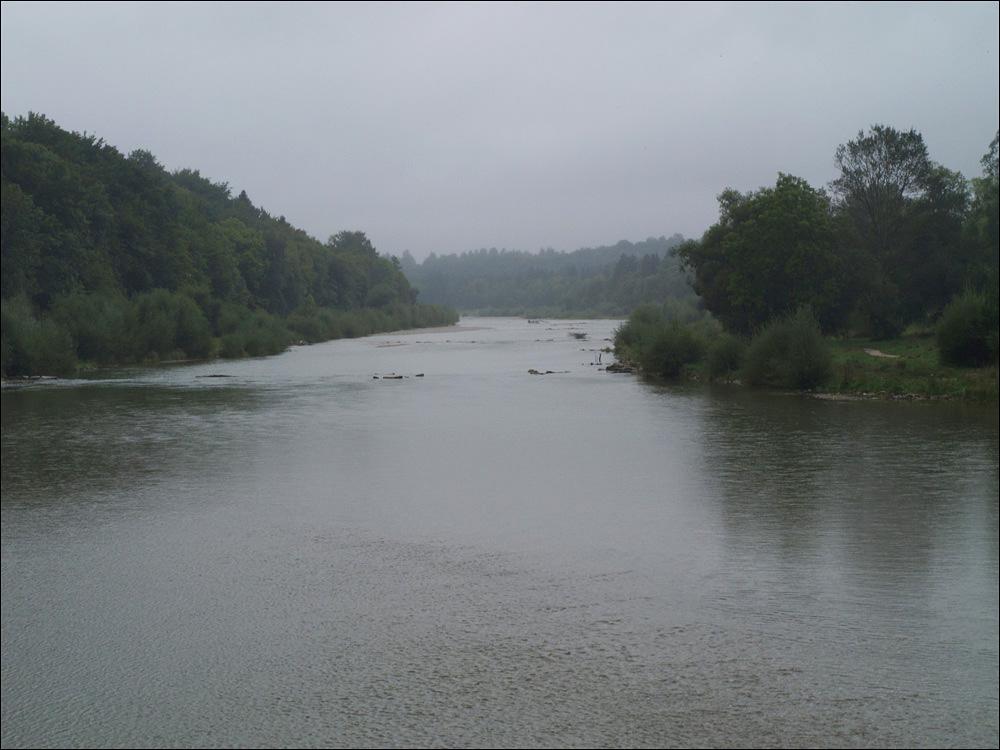erste Kilometer entlang der Isar - und im Regen