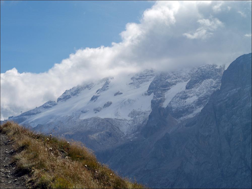 Marmolada (rechts in den Wolken)