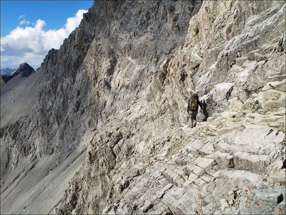 und ein schöner gesicherter Steig mitten durch die Wand