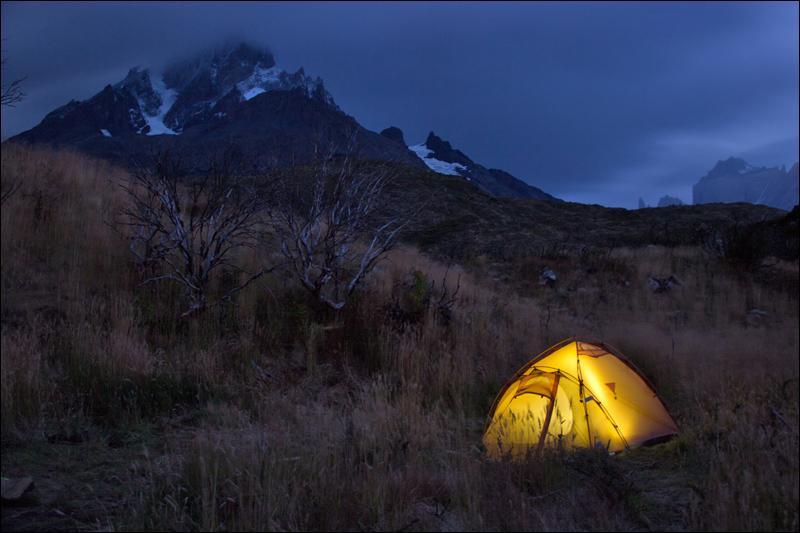 meine Behausung im Campamento Paine Grande - wie immer am Rande, ruhig und windgeschützt (es flogen aber genug Zelte durch die Gegend...)
