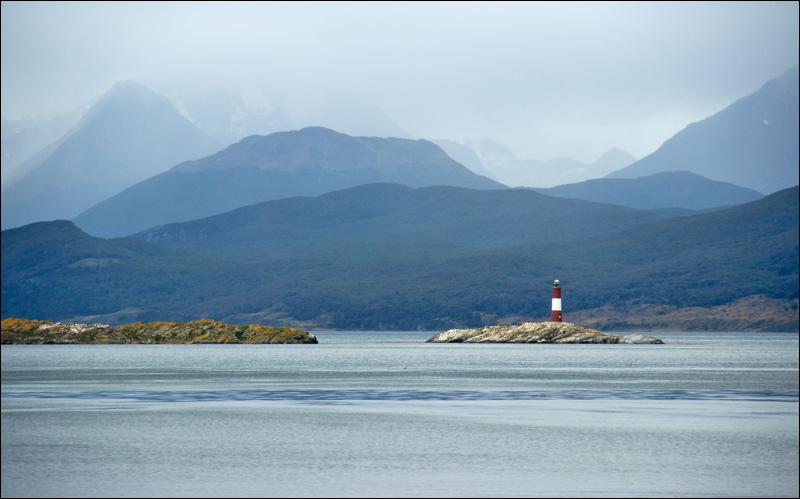 Zurück nach Punta Arenas ging es in etwa 36h mit dem Schiff. Das Wetter änderte sich ständig und versteckte oft die umliegenden Berge. Nach dem Wandern hatten wir aber nichts gegen die weichen Sitze, große Fenster und Vollpension.