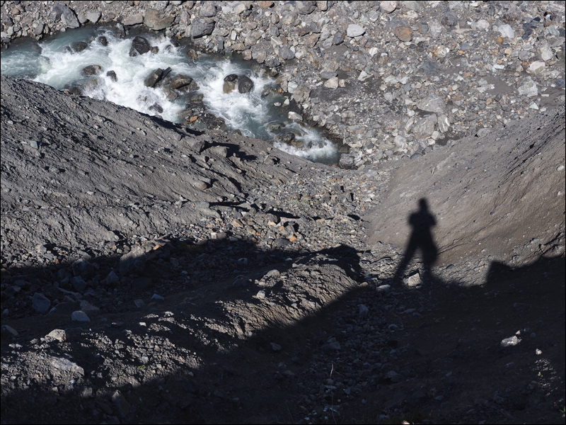 """""""la picota"""" - die erste Schlüsselstelle der Ruta. Über den Fluss müssen wir drüber, davor aber überhaupt zum Fluss... es gibt einen kaum merkbaren, ausgesetzten Pfad runter und oben liegt eine alte Schaufell, um den Abstieg für die Pferde präparieren zu können"""