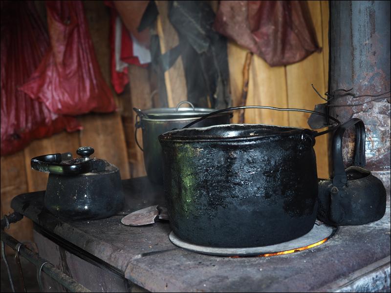patagonische Gastfreundschaft: Egal wie wenig du hast, teile es mit den anderen! Mehr als Mehl haben wir im Haus von Do Heraldo, der zwei Mal im Jahr per Pferd ins nächste (und einzige hier) Dorf zum Einkaufen reitet, nicht gesehen